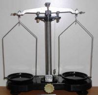 электронные и механические лабораторные весы отличия